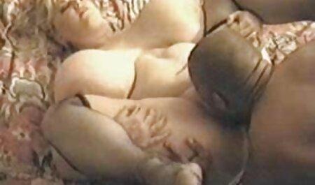 Winzige brünette Streifen kostenlos sexfilm gucken mit Titten, dann spielt sie mit einem riesigen Dildo