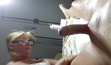 Hot Babe DP selbst mit zwei Spielzeugdildos gratis sexfilme anschauen auf Ledercouch