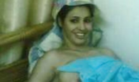 Sexy sexfilme sehen Mädchen vor der Webcam HEISS